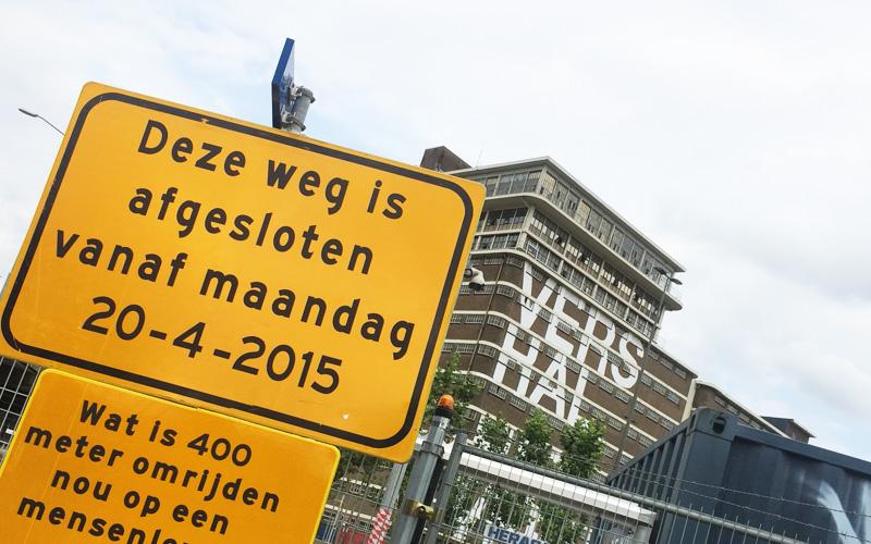 Wat is 400m omrijden nou op een mensenleven -Verkeersborden Strijp-S Eindhoven
